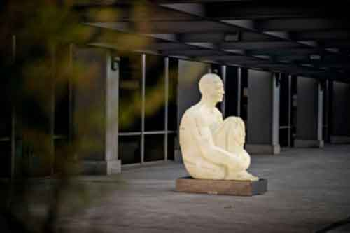 Sitting Tatoo. Jaume Plensa